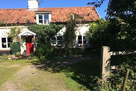 Quintessential Suffolk cottage - Suffolk
