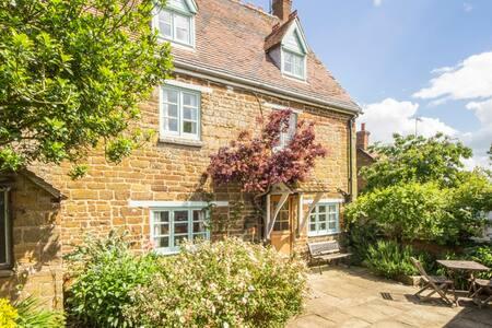 Rosewall Cottage - Eydon - Talo