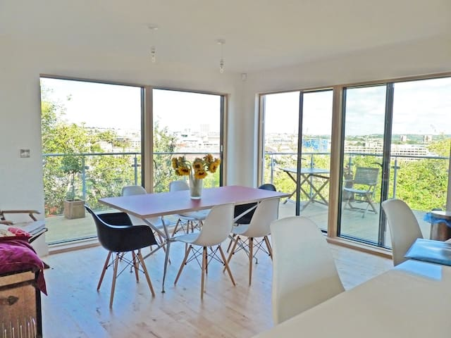Modern house close to centre with stunning views - Bristol - Haus