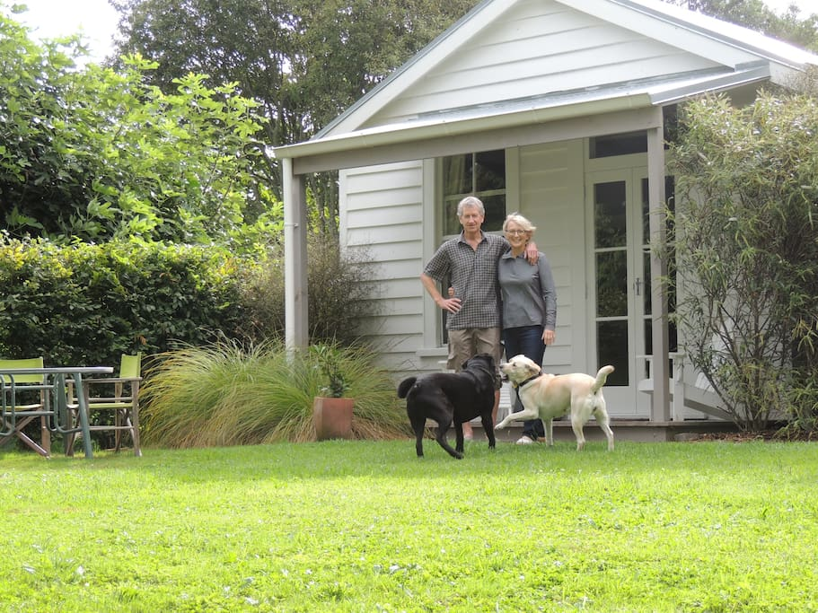 Two and four legged hosts in front of the cottage.