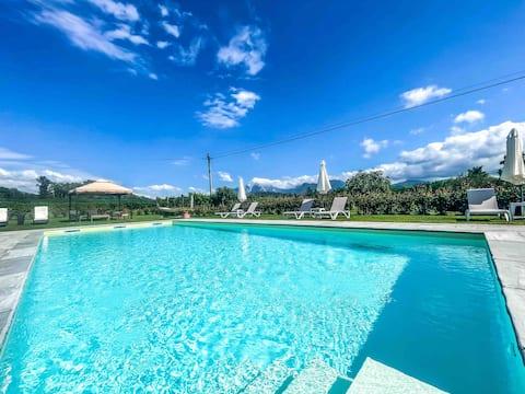 LAST MINUTE OFFER Exclusive Villa/ Pool / Garden