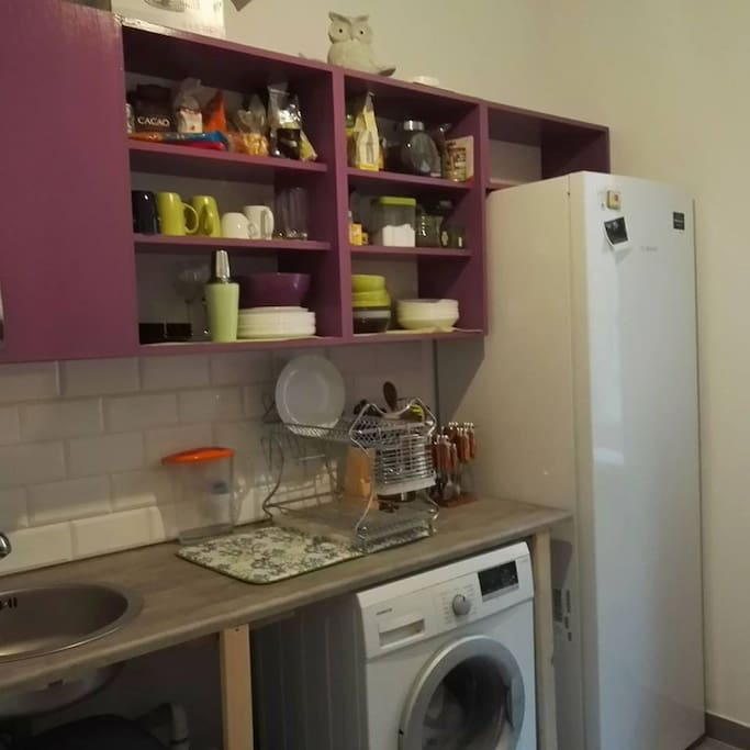 W pełni wyposażona kuchnia ze zmywarką, piekarnikiem i kuchenkami gazowymi
