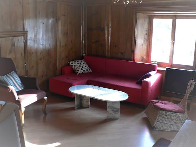 Wohnzimmer (Gerichtssaal)