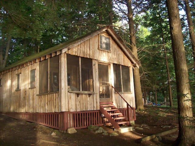 Nature Lovers Cabin on Cobbossee Stream - West Gardiner - Srub