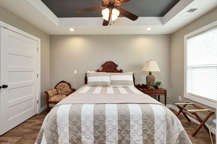 Master bedroom with queen bed, flat screen TV and spacious closet.
