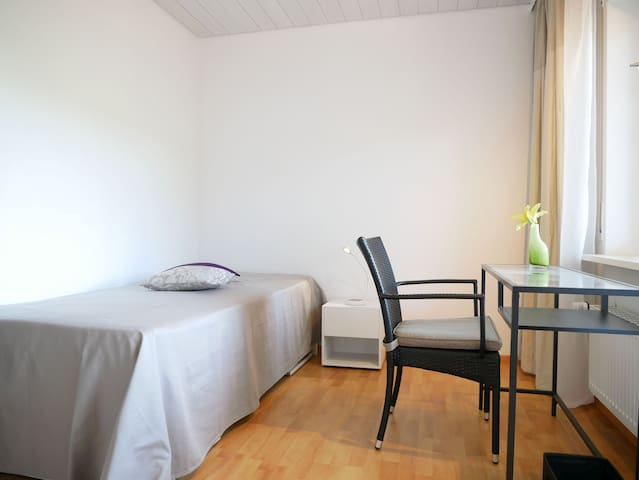 Haus Vita Ferien-und Seminarhaus, (Dachsberg), Einzelzimmer mit Balkon und Dusche