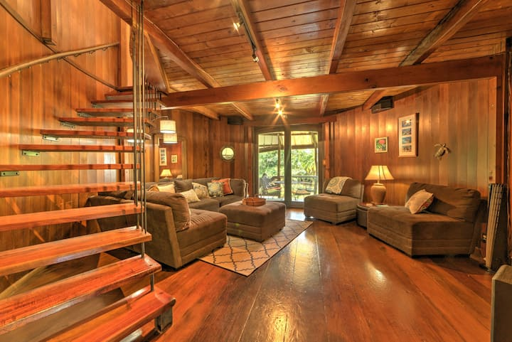 Keaau House: Wraparound Porch & Proximity to Beach