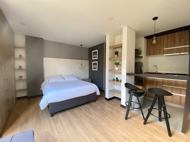 Apartamento con patio PRIVADO, -ÚNICO-.