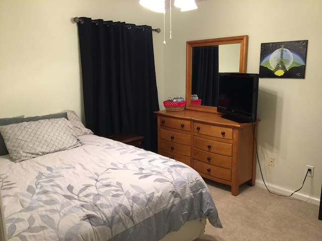 Clean room near UCF, Attractions, Airport&Downtown