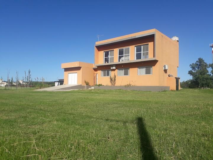 Casa Cuzco - Frente a la Laguna - 3 hab - 3 baños!