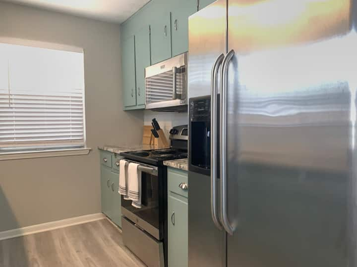 Best Kept Secret - 2BR Unit **5 minutes from the beach**