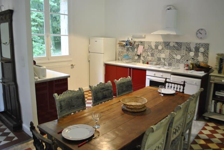 Espace cuisine et salle-à-manger