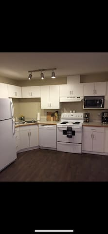 Executive Bed Condo in Oliver. 5 Min from Rogers