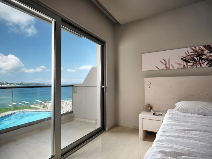 Deluxe Double / Twin Room | Sea & Pool View[20 m²]
