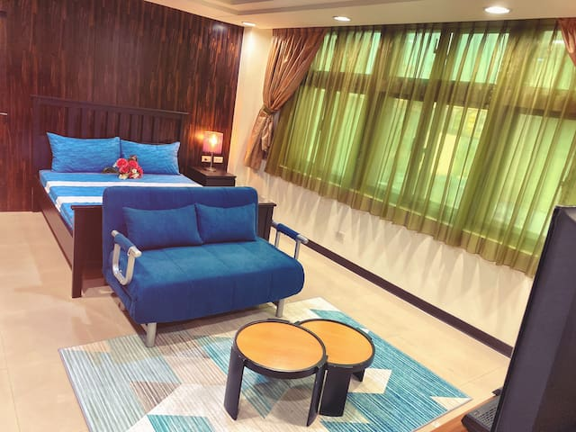 Room B Deluxe Business Studio 1 double bed and 1 sofabed 卧室B 豪华商务套房 一张双人床和一张沙发床