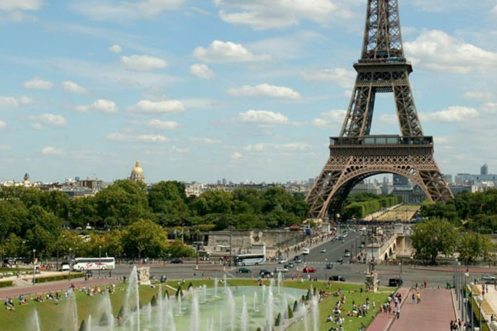 Just 5min walk to the Trocadero