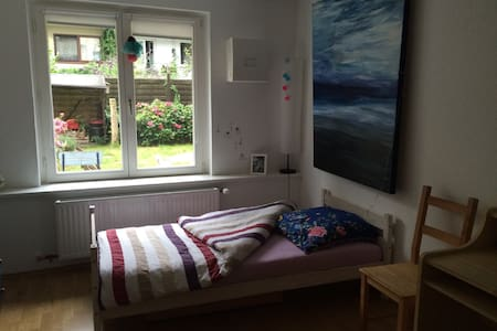 Nice and quite with own bathroom - Bremen