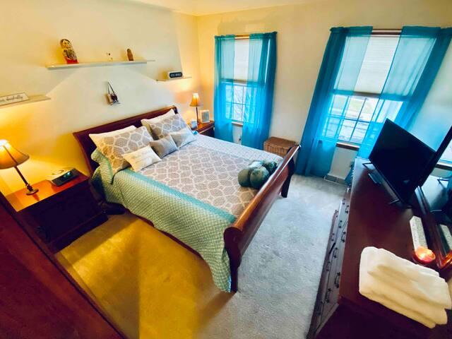 Queen Bedroom by Mall/PP&L Center/Casino/Dorney