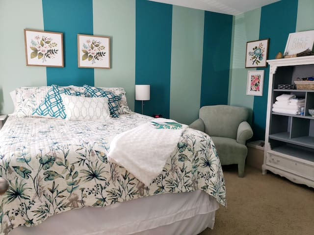Southern Charm In Collington Farms- Room #1