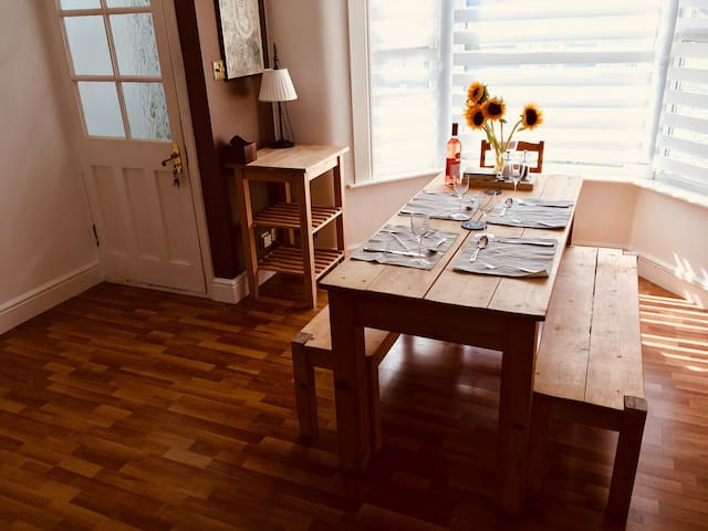 Cosy London 2 Bed House - 30 mins To Central!