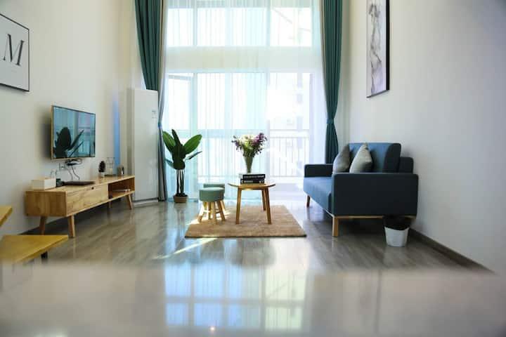 洛塞复式公寓/北欧风情/70平方/落地大窗