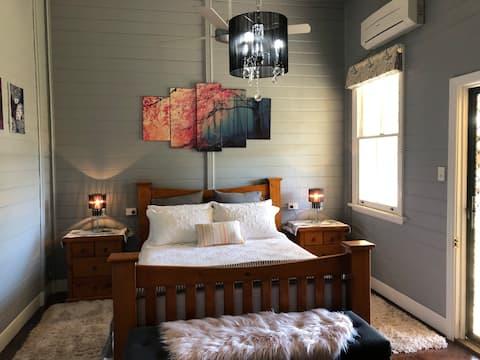 Bellmeadow Homestead - Historic Getaway