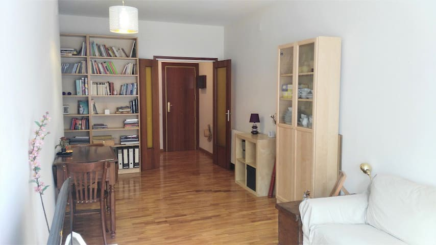 Room in a nice & comfortable apartment (for women)