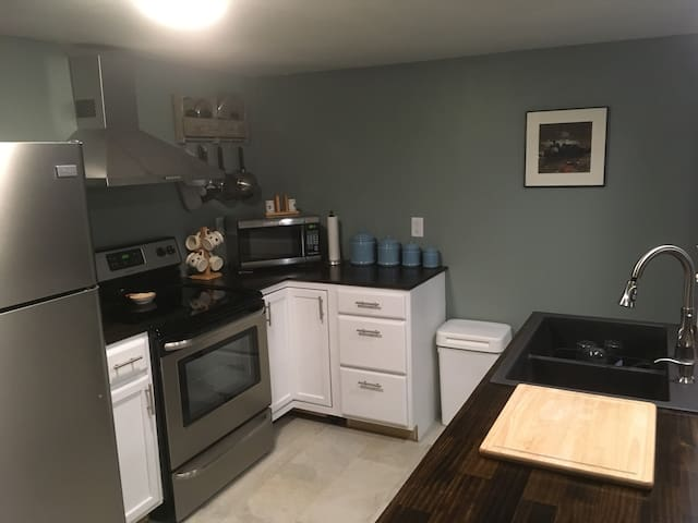Delightful one bedroom apartment near UNH
