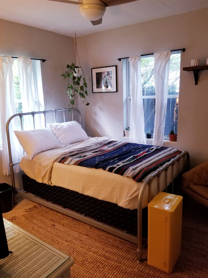Cozy Room in Historic Murray Hill (Riverside)!