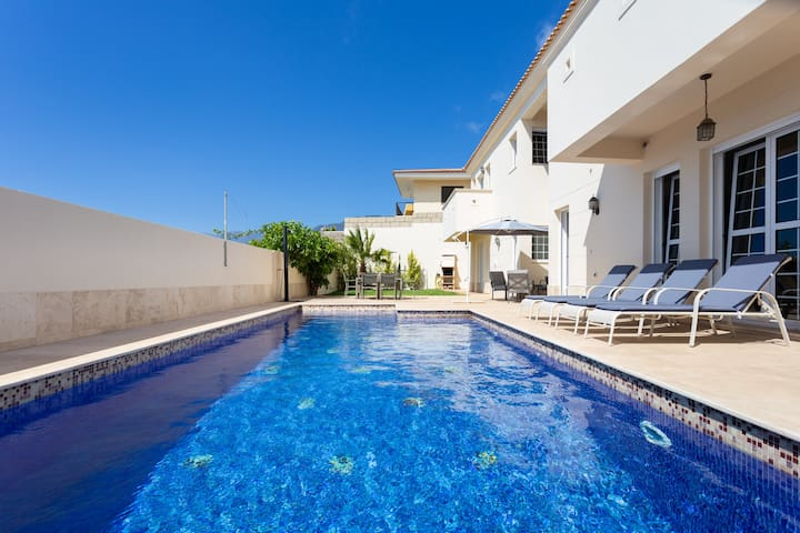 Tabaiba Luxury Villa with heated pool