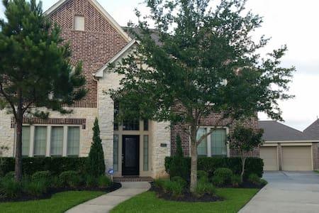 Gorgeous 3BR Home near Houston/NASA - Hus