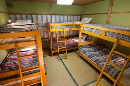 Myoko Powder Hostel - Bed in shared room - Myōkō-shi - ホステル