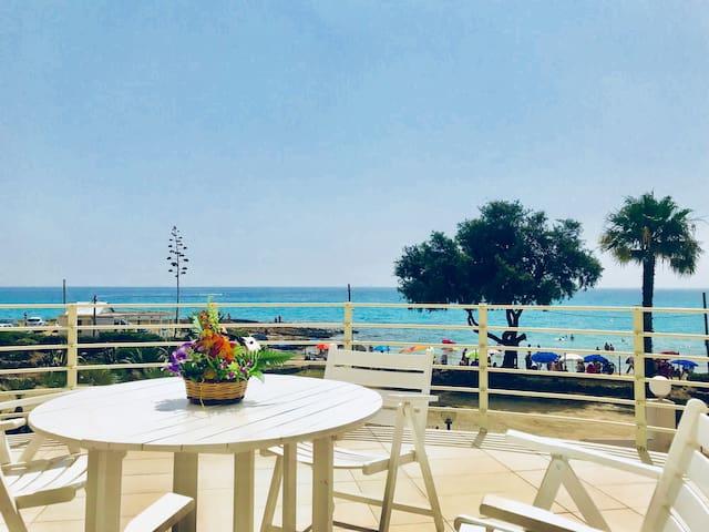 Villa a 5 metri dalla spiaggia e mare cristallino