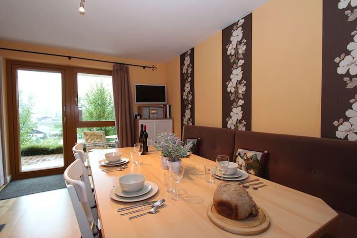 Moderno appartamento con sauna e una posizione soleggiata.
