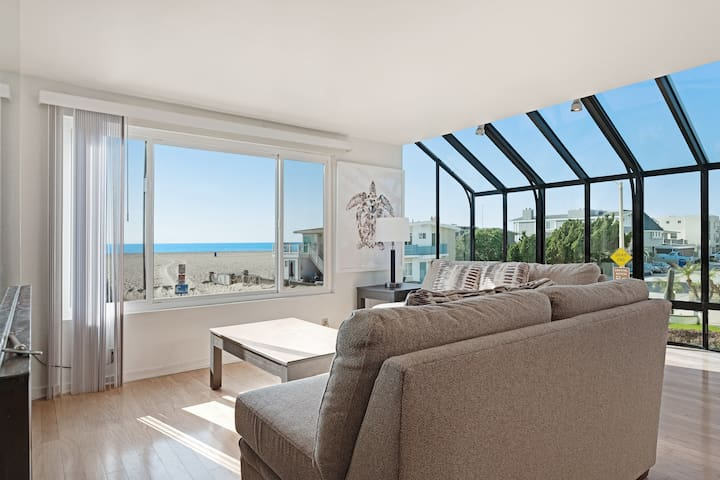 Spacious home w/ rooftop deck & ocean views - steps from beach access