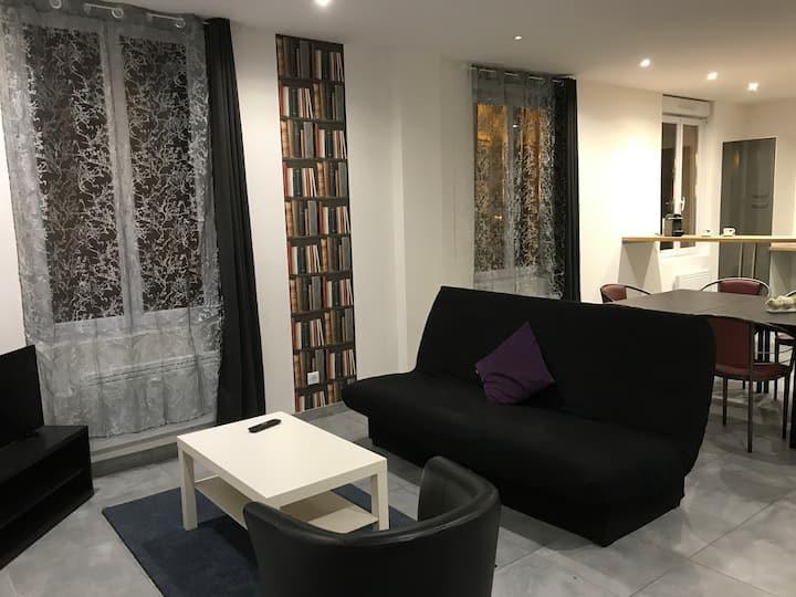 Tres bel appartement 8-10 personnes face gare SNCF