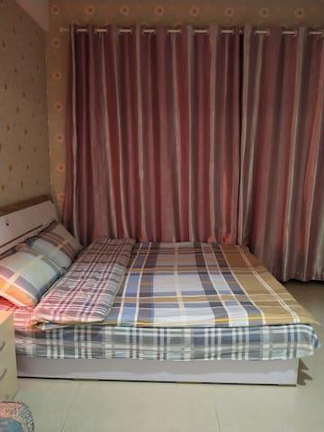 干净整洁明亮舒适,给您一种温馨舒适的感觉,舒适的床品让您舒舒服服的入睡