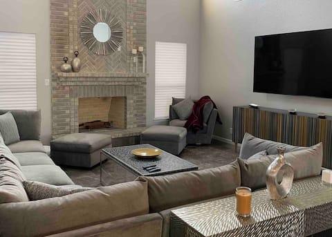Cozy 5 Bedroom Oasis w/ Heated Pool