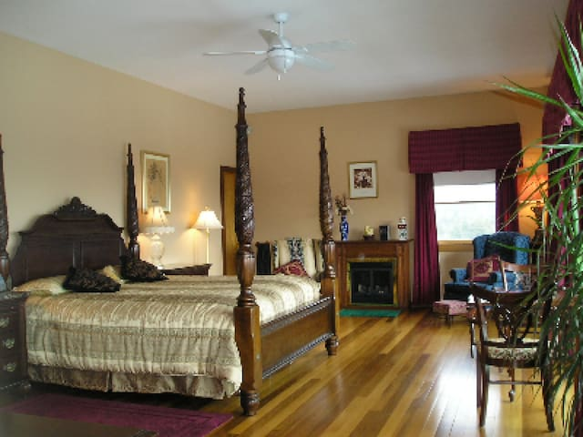 Coppertoppe Inn and Retreat - Garnet Suite