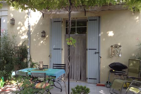 Garden apartment in 200 year old bastide - Les Arcs