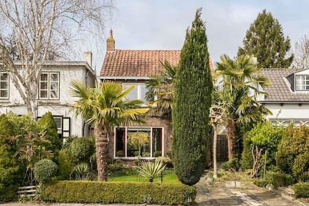 Stylish house with garden and WiFi - Huis