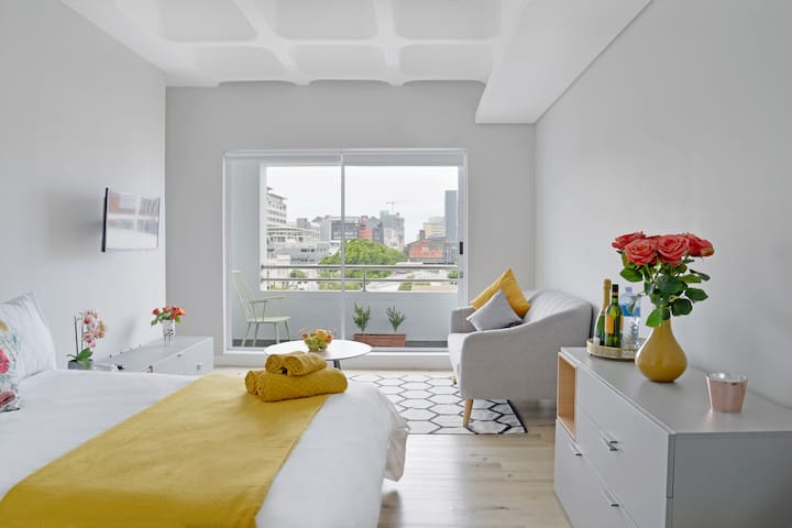 City centre apt, stunning with views to match!