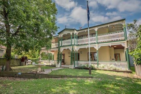 Grove Manor Beautiful Ensuite Dbl - Ashgrove