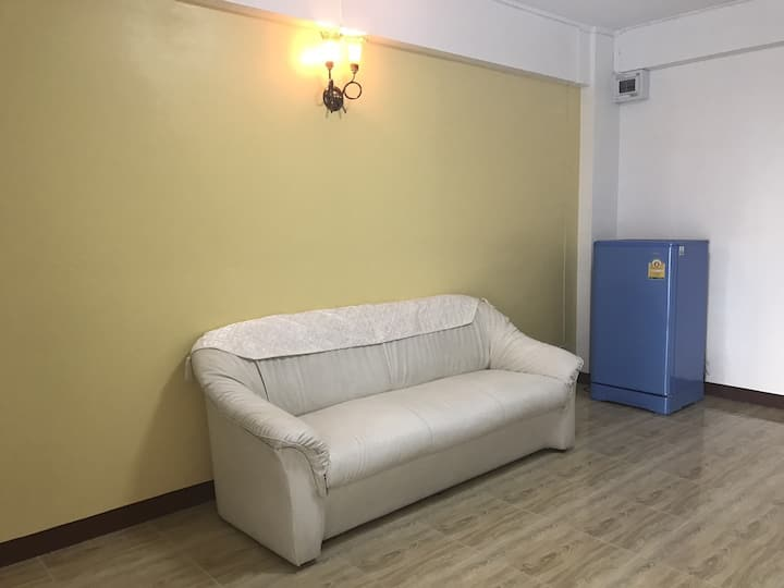 New 1BR long or short term stay near airport