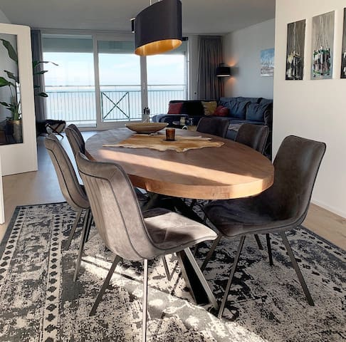 Modern ruim zeezicht appartement