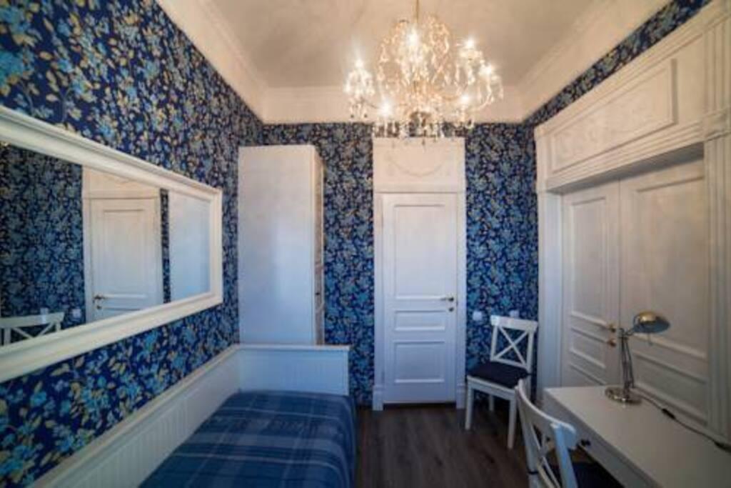 Отдельная комната с раскладной кроватью и ванной