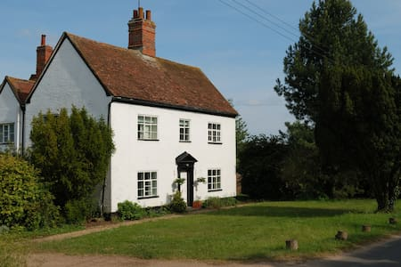 White House Farm - Listed Farmhouse in Alde Valley