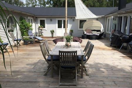 Lite lyxigt sommarboende på Österlen - Ystad S