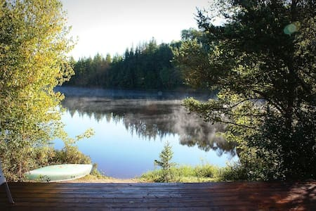 Private Lakefront Chalet with Outdoor Hot Tub - Lac-Supérieur - Zomerhuis/Cottage