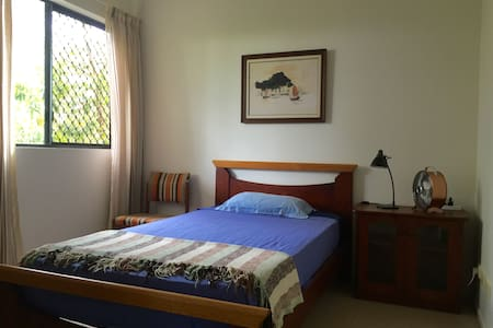 King single bed in spacious apt. 1 km from CBD - Cairns City